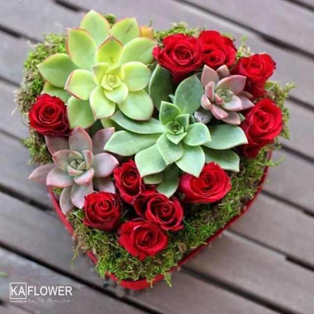 Cách cắm hộp hoa hồng hình trái tim